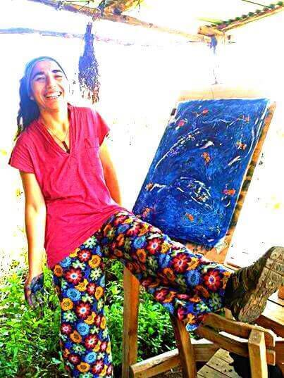 Ilknur Ilkun's painting happens to match her trouwsers